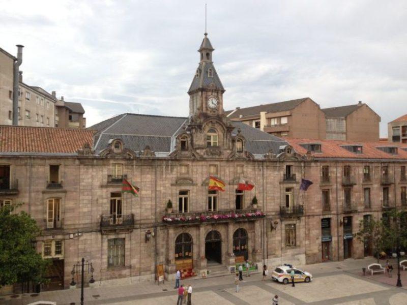 UGT en el Ayuntamiento Torrelavega cuestiona que los demás sindicatos del consistorio promuevan el cese de Urraca por la RPT