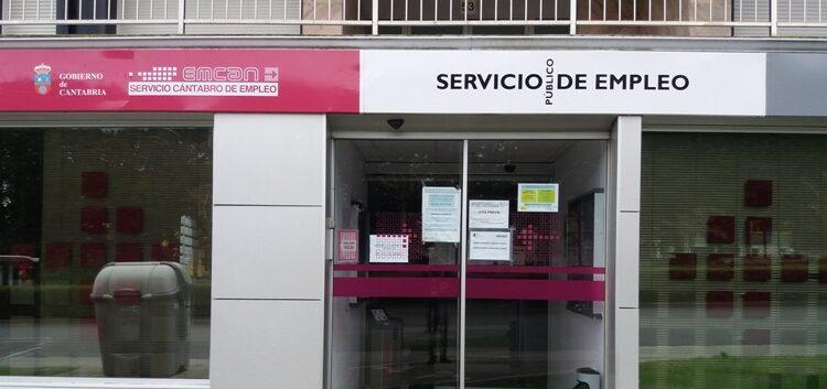 Una vez más, el paro en Cantabria aumentó sobre todo en los servicios y en las mujeres
