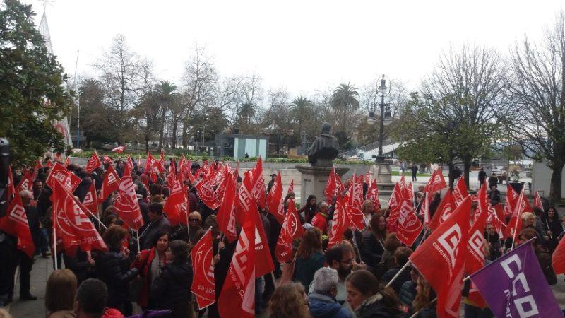 Concentración de UGT y CCOO contra la sentencia del TC, celebrada hoy en Santander
