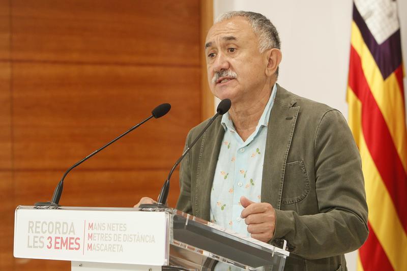 Pepe Álvarez, secretario general de UGT, tras la firma del acuerdo