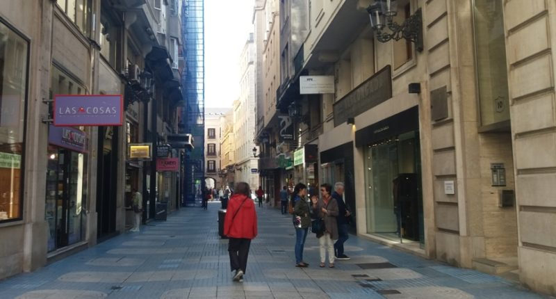 Las aperturas comerciales en domingos y festivos volverán a imposibilitar la conciliación de la vida laboral y familiar de más de 37.000 trabajadores cántabros