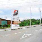 Entrada de acceso a la fábrica de Bridgestone en Puente San Miguel