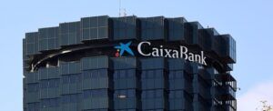 Tras la fusión con Bankia avalada por el Gobierno, ahora CaixaBank plantea el despido de casi 8.300 trabajadores, medio centenar en Cantabria