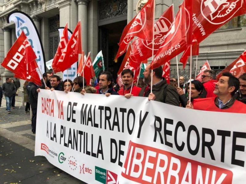 Concentración de delegados de Liberbank ante la sede del Banco de España en Madrid