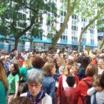Docentes cántabros en la concentración convocada ante la sede de Educación en coincidencia con los paros