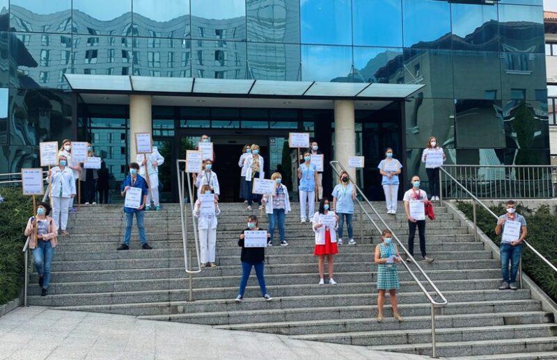 Los sindicatos exigen la dimisión de toda la Gerencia del Hospital de Valdecilla por su incompetente gestión del personal