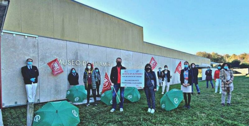 Concentración de protesta de los guías de Altamira el pasado 30 de octubre