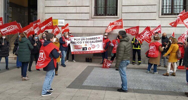 Concentración celebrada hoy ante la Delegación del Gobierno en Cantabria