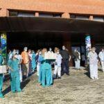 Concentración celebrada hoy en el Hospital de Sierrallana en Torrelavega. Foto Europapress