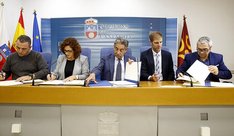Imagen de la firma del nuevo Consejo del Diálogo Social en Cantabria