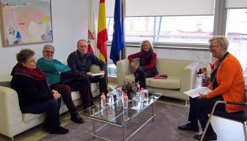 Imagen de la reunión de los jubilados de UGT y la vicepresidenta del Gobierno de Cantabria