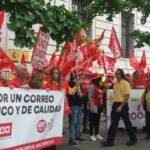 Imagen de archivo de una movilización de los trabajadores y trabajadoras de Correos en Cantabria
