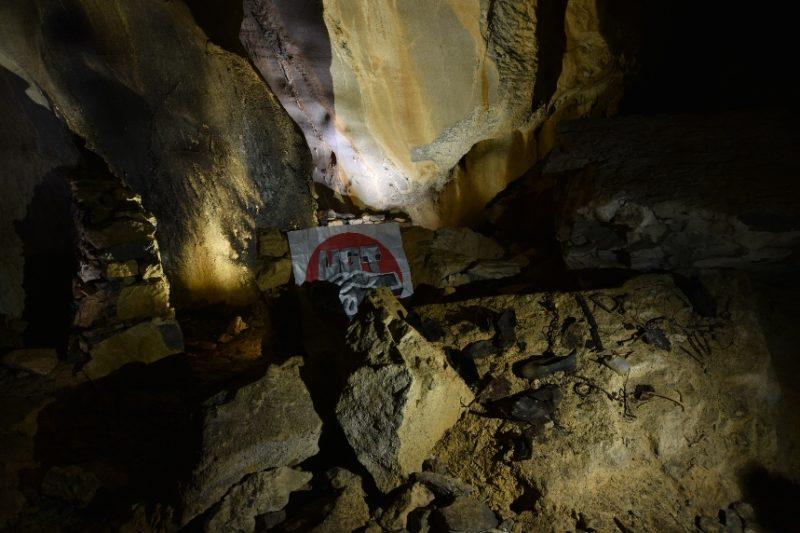 Interior de la cueva donde habitaron militantes de UGT que combatieron el franquismo