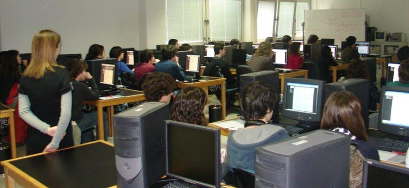 En el conflicto colectivo, UGT denuncia que se ha sobrepasado este curso en Cantabria el número máximo de horas lectivas del convenio colectivo