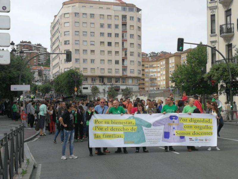 Imagen de la movilización de los docentes cántabros en defensa de la jornada lectiva reducida de junio y de septiembre