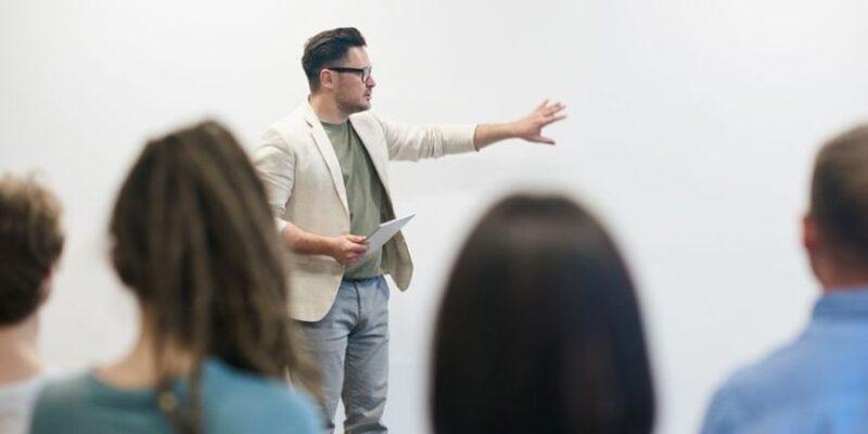 UGT no suscribe un nuevo convenio colectivo de enseñanza y formación no reglada que perpetúa la precariedad laboral