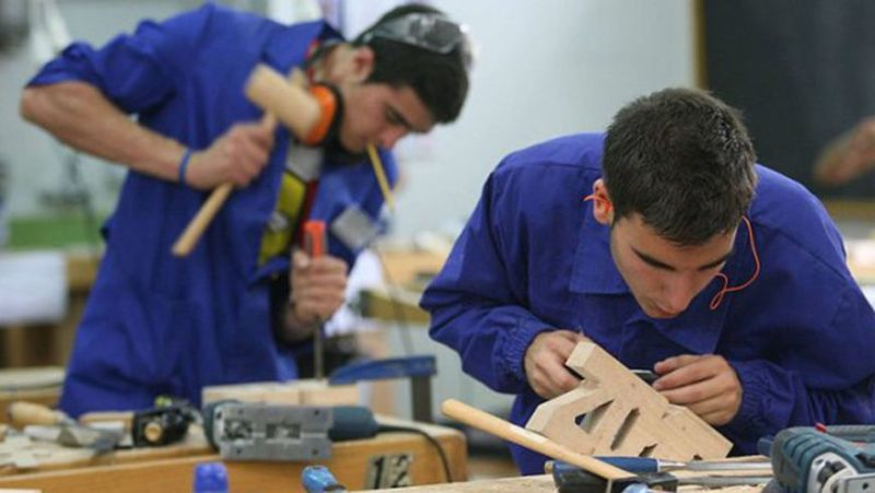 Los trabajadores jóvenes cántabros vienen a cobrar un 46% menos de salario que la media regional