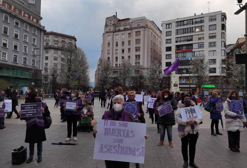 El morado vuelve a teñir Cantabria en una jornada feminista plenamente reivindicativa