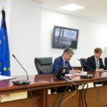 Imagen de la firma del acuerdo del plan de choque por la Covid-19 en Cantabria