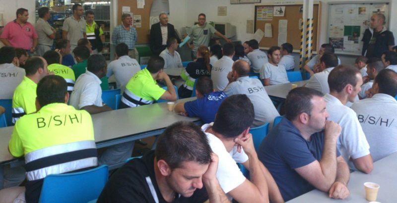 Foto de archivo de una asamblea de trabajadores de la fábrica de BSH en Santander celebrada en 2014