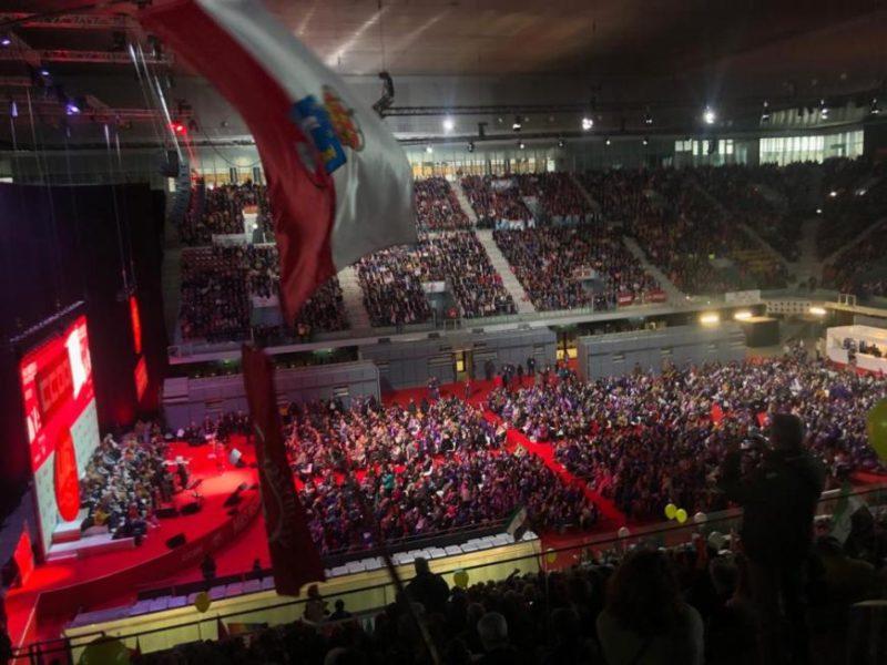 Imagen del acto de UGT y CCOO celebrado hoy en la Caja Mágica en Madrid