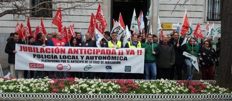 Concentración de policías locales celebrada hoy ante la Delegación del Gobierno en Cantabria