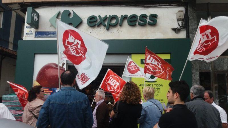 Concentración de protesta celebrada hoy ante el Carrefour Express de la calle Nicolás Salmerón de Santander