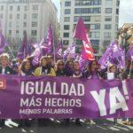 Concentración de UGT y CCOO en la Plaza del Ayuntamiento de Santander en coincidencia con el primer turno de la huelga del 8 de Marzo