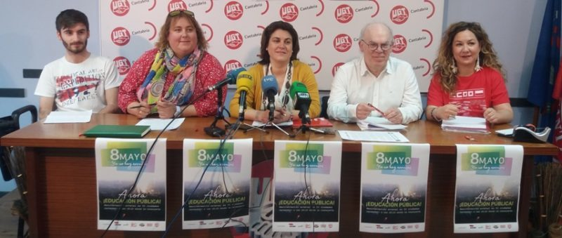 Representantes de las organizaciones que han convocado la manifestación en Cantabria en defensa de la enseñanza pública y en contra de la LOMCE