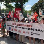 Plantilla de Digitex en Cantabria, en la concentración ante la Delegación del Gobierno en coincidencia con la huelga de hoy