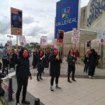 La huelga se inició hoy en el establecimiento de H&M en el complejo comercial de Valle Real y proseguirá mañana y todos los sábados