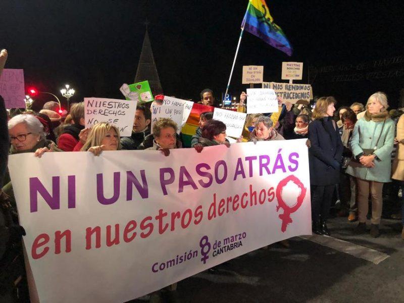 """Pancarta de cabecera de la concentración """"Ni un Paso Atrás"""" en la igualdad y en los derechos de las mujeres"""