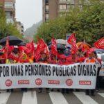 La marcha por las pensiones de UGT y CCOO, justo antes de iniciarse en Santoña