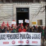 Imagen de la anterior concentración de UGT y CCOO por las pensiones ante Delegación del Gobierno