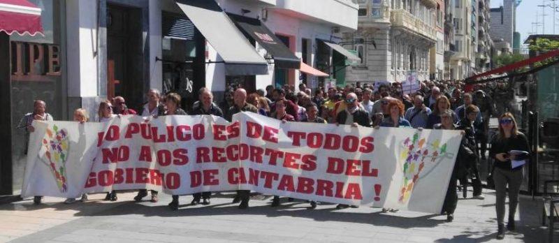 Manifestación de los trabajadores del Gobierno de Cantabria por las calles de Santander
