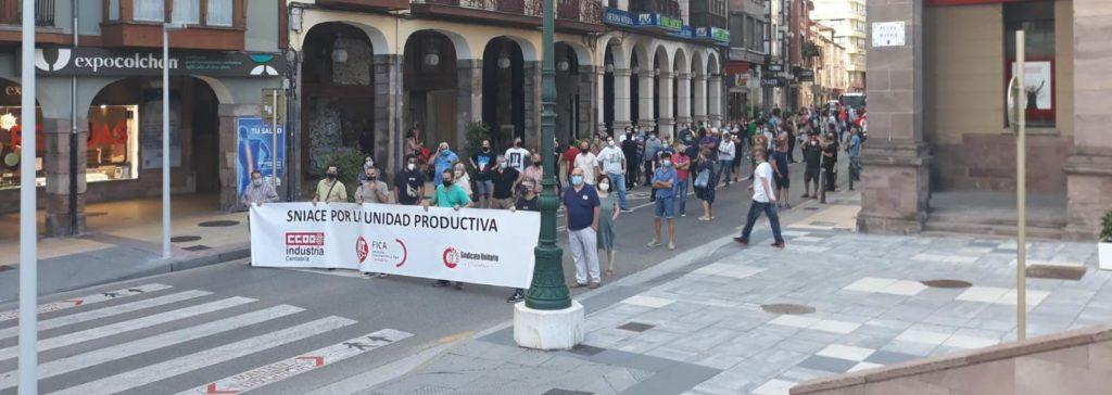 Manifestación de Sniace celebrada hoy en Torrelavega