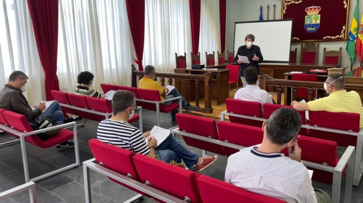 Imagen de la reunión con los ediles de los municipios sostenibles de Cantabria, que se celebró en Colindres