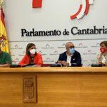 Montse Noriega (derecha), durante su intervención en la rueda de prensa