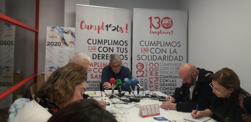Pedro Cobo, en la rueda de prensa donde se ha presentado el informe de impacto del gas radón en Cantabria