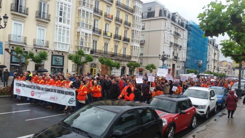 Manifestación por las calles de Santander convocada por UGT y los demás sindicatos del comité de emrpesa para exigir un futuro a largo plazo para la fábrica de Sidenor en Reinosa