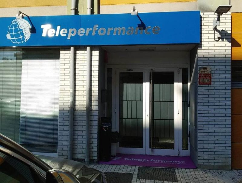 Entrada de l centro de Teleperformance en la localidad cántabra de Santa Cruz de Bezana