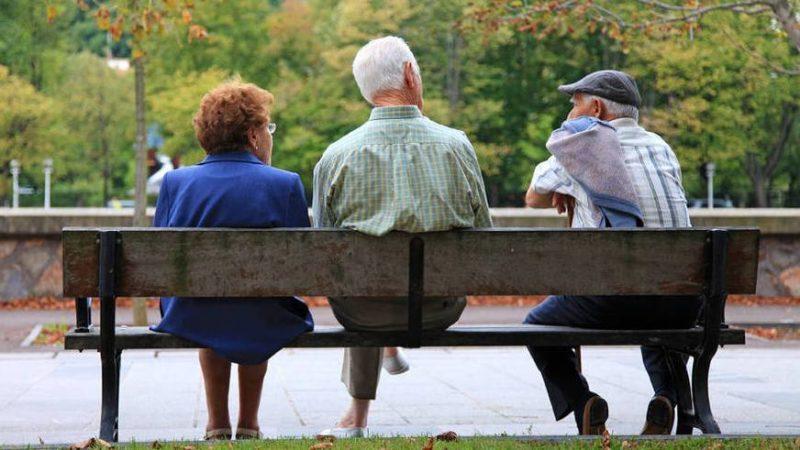 Las mujeres pensinistas de Cantabria ingresan al mes una media de 506 euros menos que los hombres