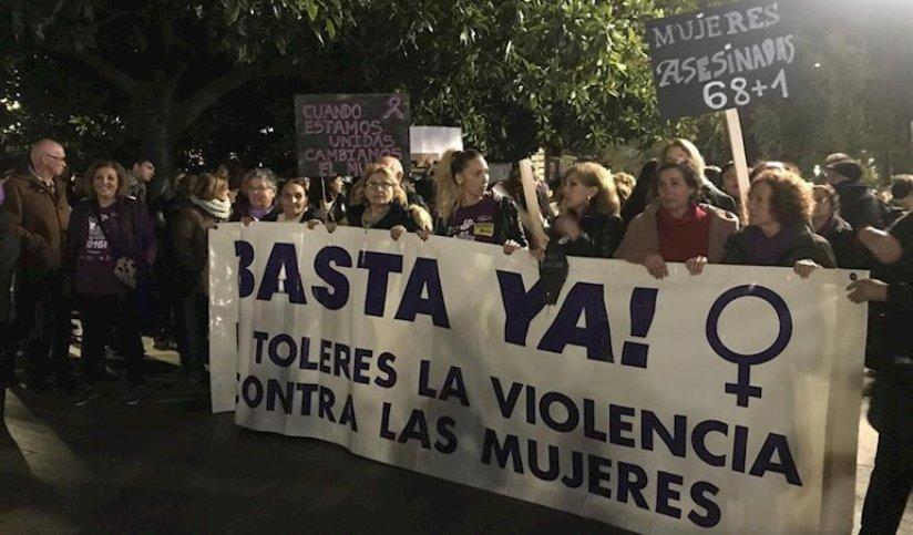 Miles de personas exigen en Cantabria intolerancia absoluta con la violencia contra las mujeres