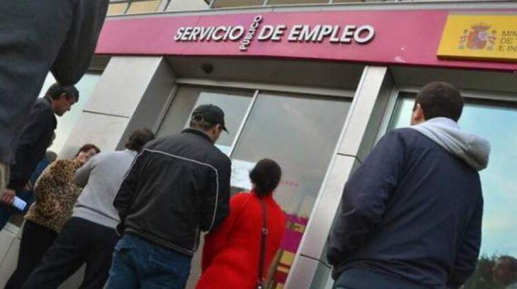 En Cantabria, más de 21.000 desempleados, el 49% del total, no cobra prestación por desempleo, ni contributiva ni asistencial