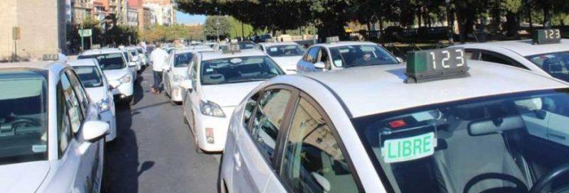 El sector del taxi amenaza con una huelga general indefinida