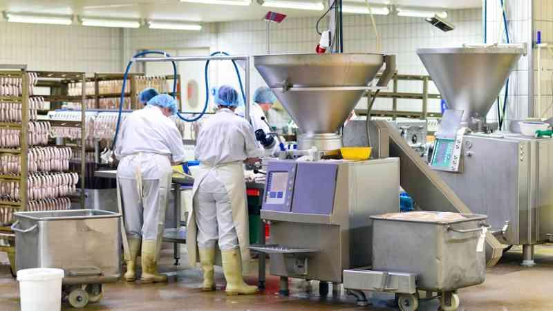 La industria cántabra registró en 2017 más de un 95% de contratos temporales, casi un 98% en la agroalimentaria
