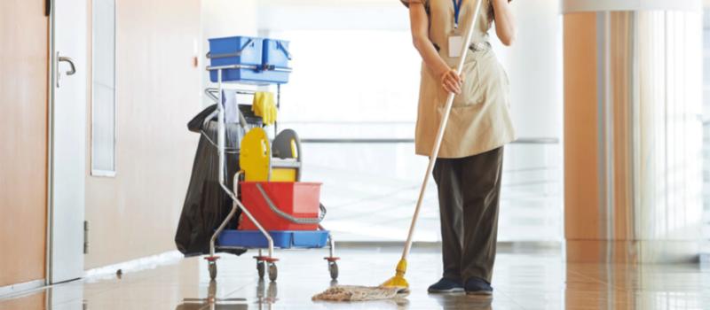 El sector de la limpieza de Cantabria iniciaba hoy una huelga general indefinida desconvocada a última hora tras alcanzarse el principio de acuerdo con los empresarios