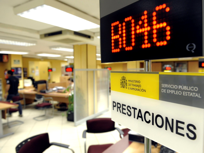 Cantabria es donde más descendió el paro en julio pero también una de las autonomías con más contratación temporal