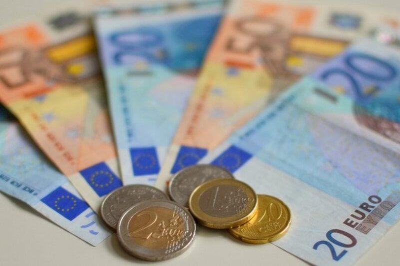 Uno de cada cuatro asalariados cántabros declara a Hacienda un sueldo no superior a 12.000 euros anuales y por debajo del SMI